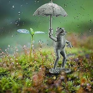 Frog with Umbrella Garden Sculpture Statue,Frog Figurine Spitter Garden Decoration Landscape,Creative Resin Frog Umbrella Spitter Statue Garden Craft,Outdoor Yard Home Garden Patio Decor