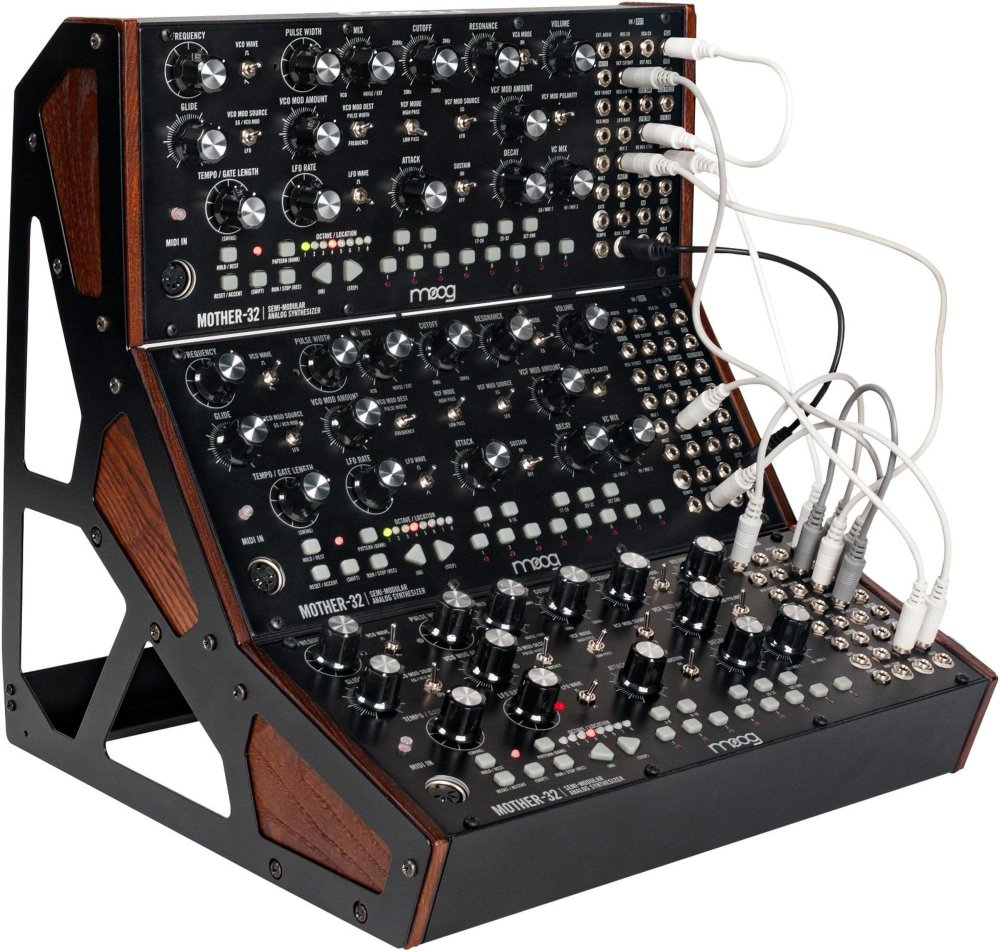 MOOG Mother 32: rack a tre strumenti