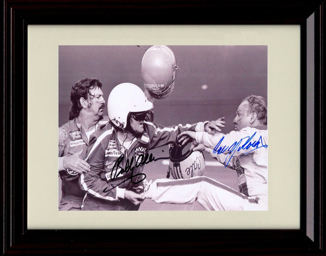 Framed Bobby Allison / Cale Yarborough Fight Autographレプリカ印刷 – Fight At Theデイトナ500   B06XJBWKLS