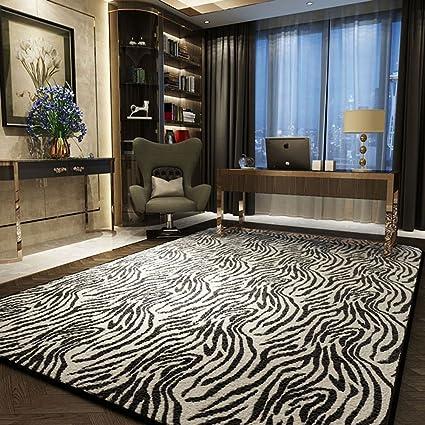 Tapis à rayures noir et blanc salon design léopard design ...