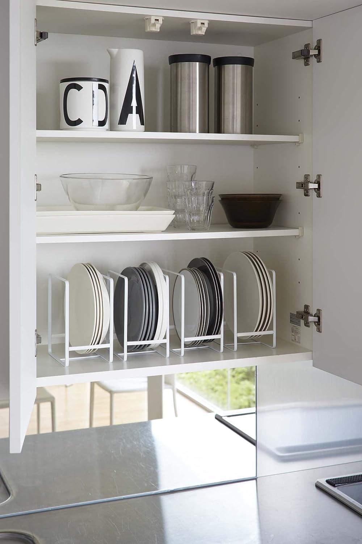 Range assiettes vertical en m/étal blanc.