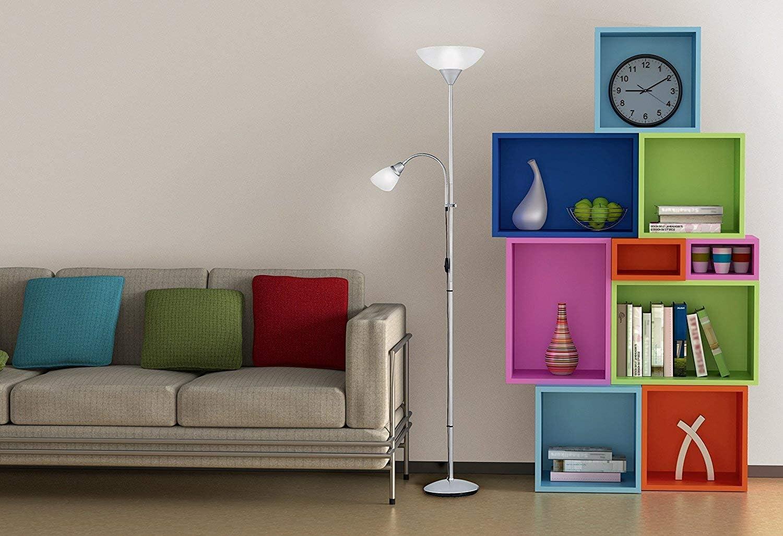 Lámpara de pie con interruptor de cable y pie. Necesarias bombilla superior E27 de máximo 150 W y bombilla en lector E14