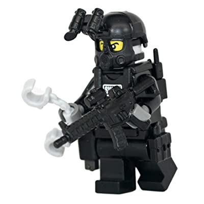 Modern Brick Warfare SWAT Police Officer M4A1 Rifleman Custom Minifigure: Toys & Games