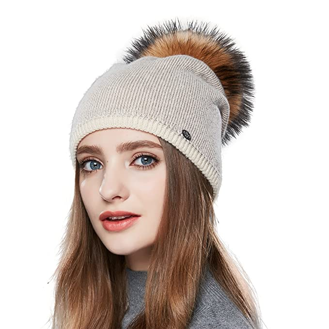 URSFUR Cappello Berretto lavorato a maglia morbidi da donna invernale con  pompon di procione- 8672a53fec50