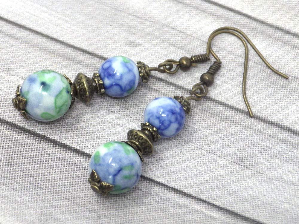 Pendientes colgantes de bronce con perlas de jade blanco teñidas de azul y verde