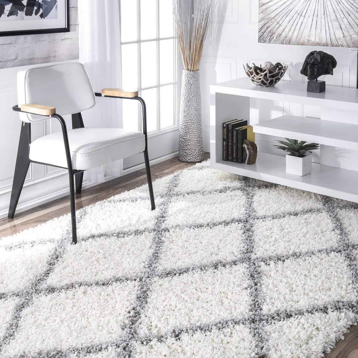 nuLOOM Cozy Soft and Plush Diamond Trellis Shag Area Rug, White, 5' 3'' x 7' 6''