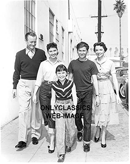 00e5f0c91613 Amazon.com: OnlyClassics 1956 FATHER KNOWS BEST NBC TV 8X10 PHOTO ROBERT  YOUNG DONAHUE BILLY GRAY JANE WYATT CHAPIN: Photographs
