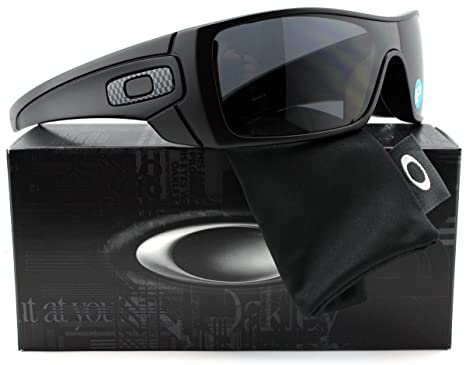 41007ea21d Oakley OO9101-04 Batwolf Polarized Sunglasses Black w/Gray OO9101 04 60mm  Authentic: Amazon.co.uk: Clothing