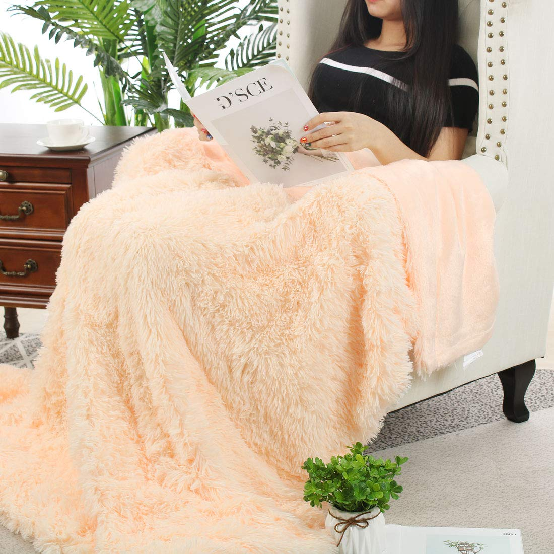 uxcell Solid Faux Fur Throw Blanket 50 x 60 Keep Warmth for Years,Royal Blue Decorative Fuzzy Long Shaggy Blankets Lightweight Long Fur Microfiber Fleece Blanket for Couch and Sofa