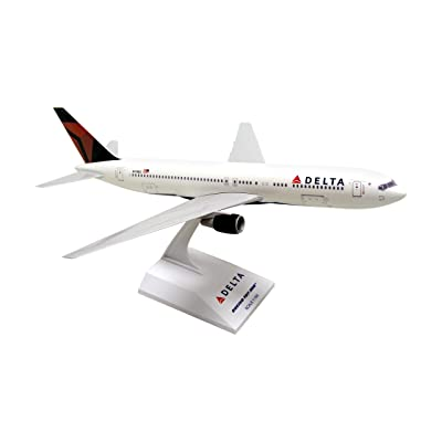 Daron Skymarks Delta 767-300 Aircraft 2007 Livery (1/150 Scale): Toys & Games