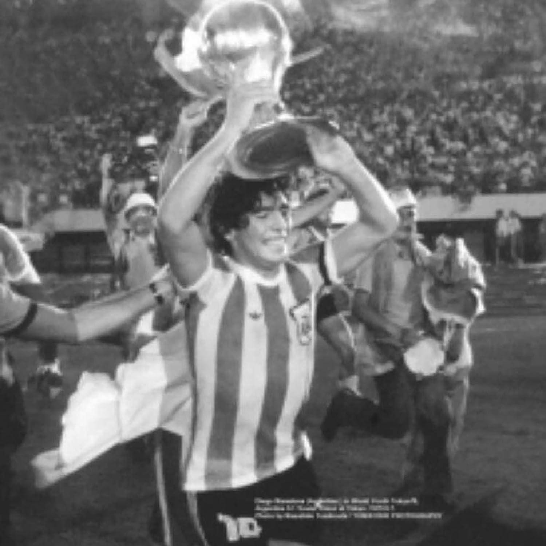 GRXIN Camiseta De F/útbol De Diego Maradona,Camiseta De Leyenda De La Copa Mundial De Argentina 1986,con Brazalete De Maradona,2XL