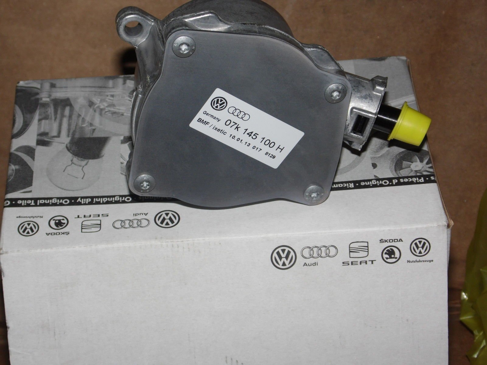 Volkswagen 06H 145 100 AK, Vacuum Pump