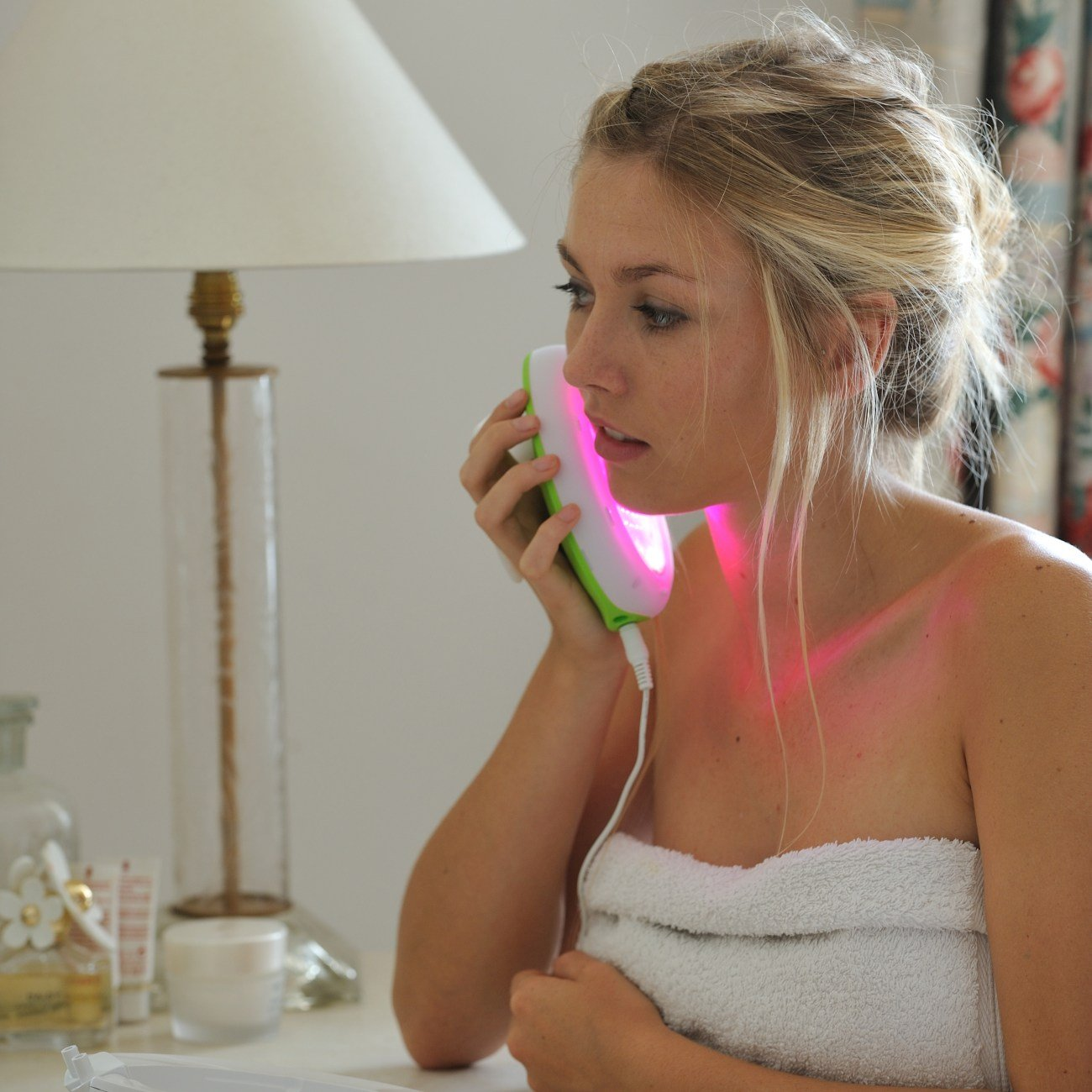Lumie Clear – Acne Treatment at Home with Red and Blue Light Therapy