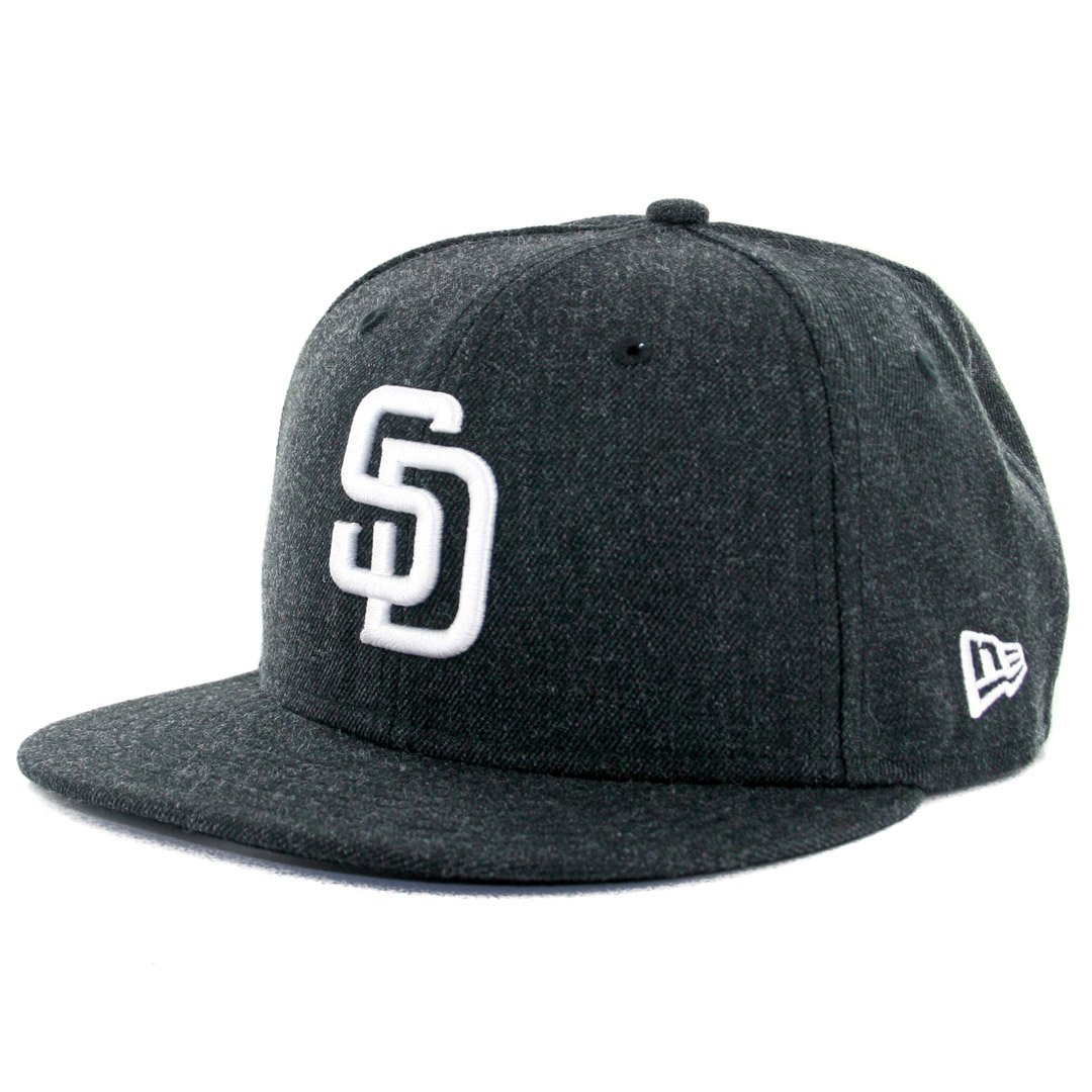 cheaper 529b8 87ba2 Amazon.com   New Era 59Fifty San Diego Padres Heather Black Fitted Hat (HBK  WH) Cap   Clothing