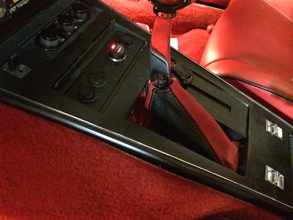 Black Leather-Blue Thread Compatible with Chevrolet Corvette C3 1977-82 AUTO RedlineGoods Shift Boot
