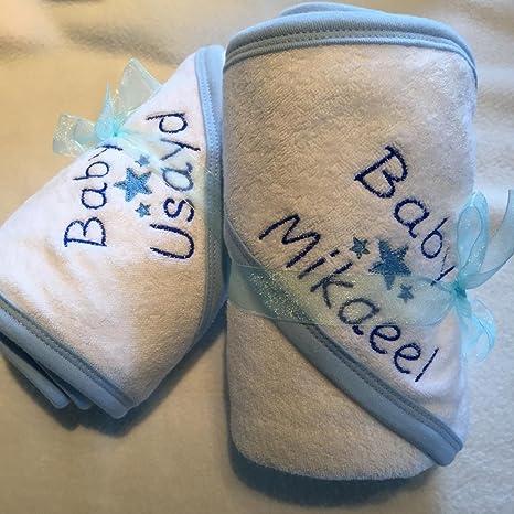 Toalla con capucha personalizable blanco con azul o rosa con cualquier nombre de letra para bañera