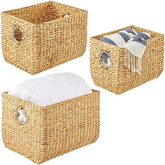 Organizador de estantes para dormitorio ba/ño o pasillo sal/ón mDesign Juego de 4 cestas trenzadas con asas Cestas organizadoras de jacinto de agua para accesorios del hogar color natural