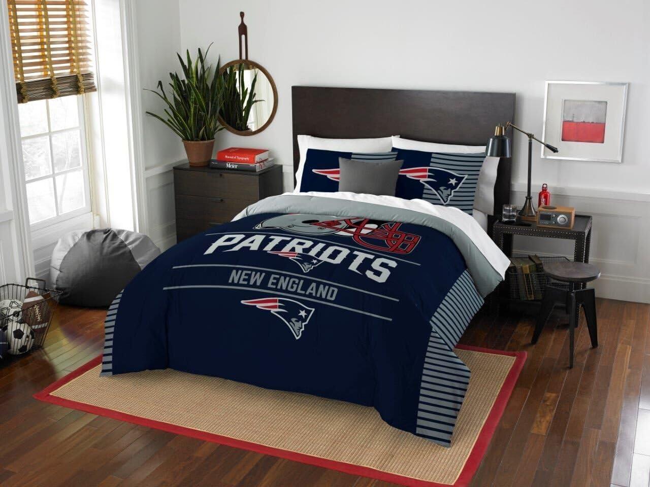 "New England Patriots - 3 Piece FULL / QUEEN Size Printed Comforter Set - Entire Set Includes: 1 Full / Queen Comforter (86"" x 86"") & 2 Pillow Shams - NFL Football Bedding Bedroom Accessories"