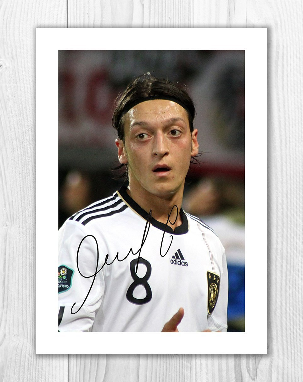 f335d37c9 Amazon.com  Engravia Digital Mesut Özil - Arsenal - Germany 1 SP - Signed  Autograph Reproduction Photo A4 Print (Print Only)  Posters   Prints