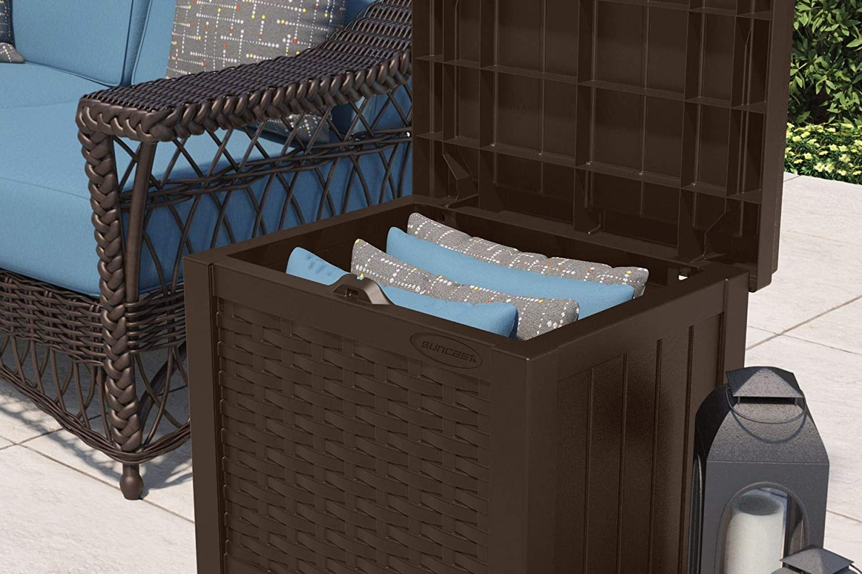 Amazon.com: Suncast SSW500J - Caja de almacenamiento para ...
