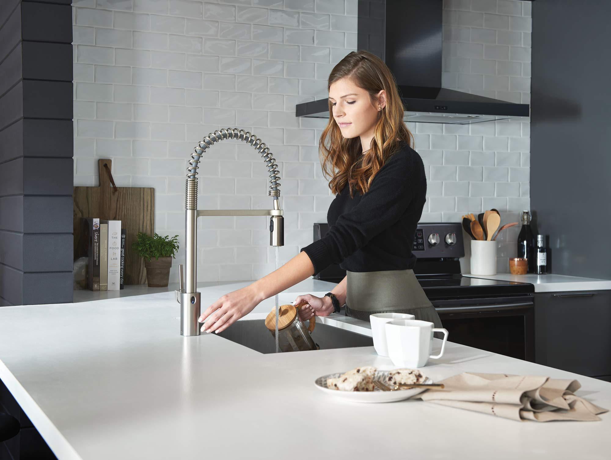 Moen 5923EWSRS Align Motionsense Wave Sensor Touchless One-Handle High Arc Spring Pre-Rinse Pulldown Kitchen Faucet, Spot Resist Stainless by Moen (Image #4)