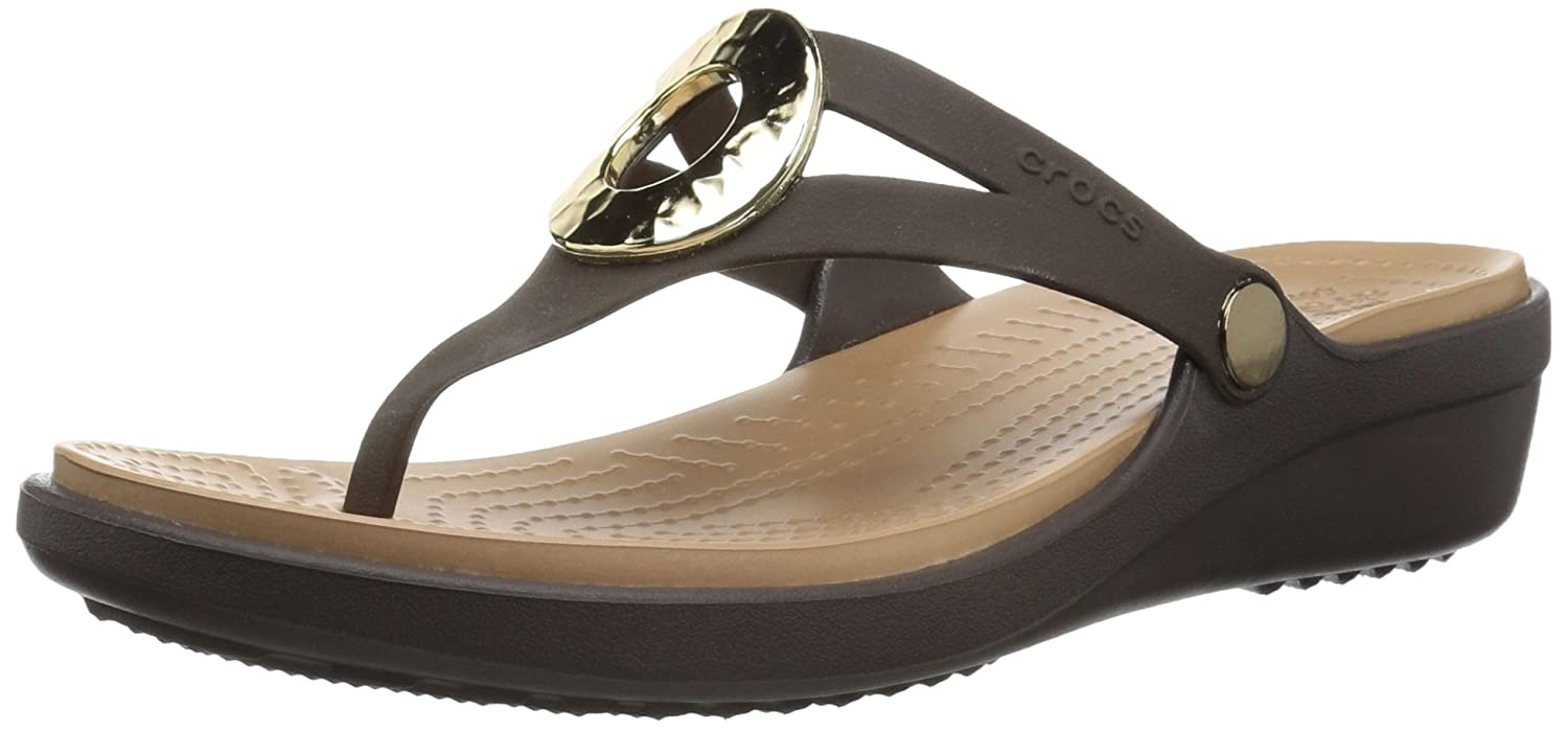 0eaf2e8d1 crocs Women s Sanrah Hammered Metallic Wedge Flip Sandal  Buy Online at Low  Prices in India - Amazon.in