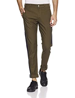 59860253bcc Levi's Men's Tapered Fit Chinos (57761-0006_Green_30W x 32L): Amazon ...