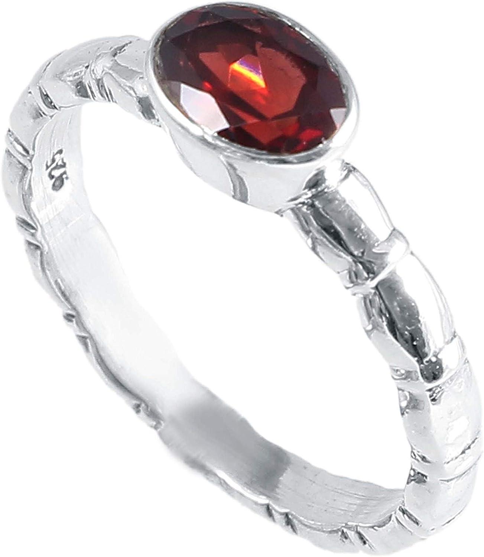 Anillo de plata de ley 925 con tachuelas de granate natural   Hermoso anillo rojo declaración para mujer   Talla 8 US  Piedra preciosa ovalada   pieza hecha a mano   Elegante