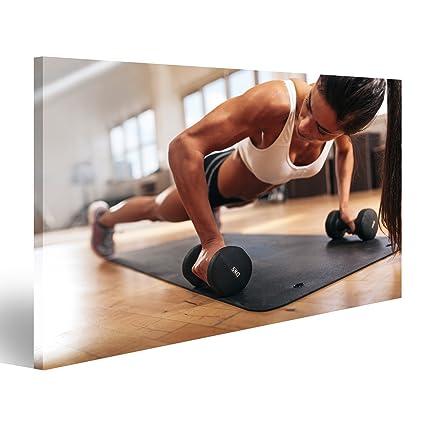 Quadro moderno mujer de gimnasia Che Fa prácticas de push-up con mancuernas. Mujer