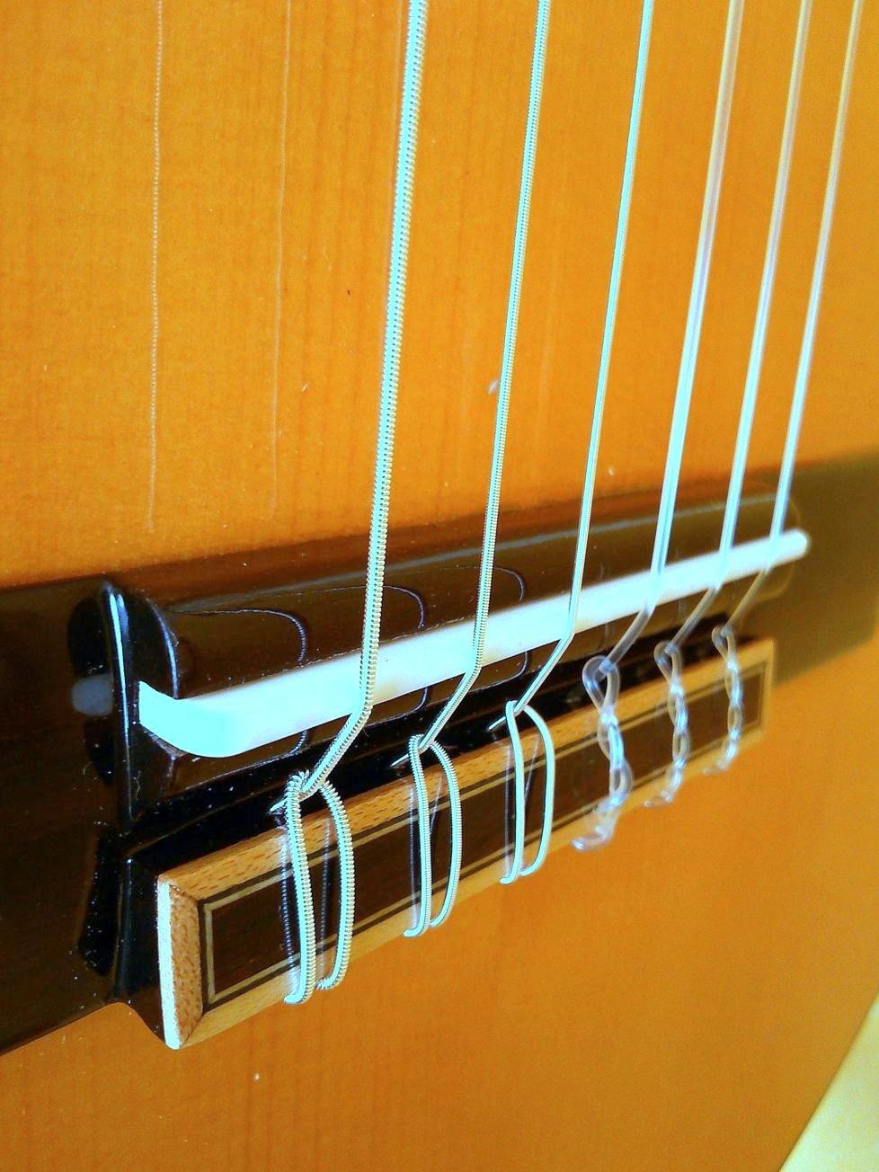 MARCE FLAMENCO 1 - Guitarra Clasica española de estudio (caja armónica de sicomoro, diapasón madera tintado, dos perfiles tintados en negro, acción baja.