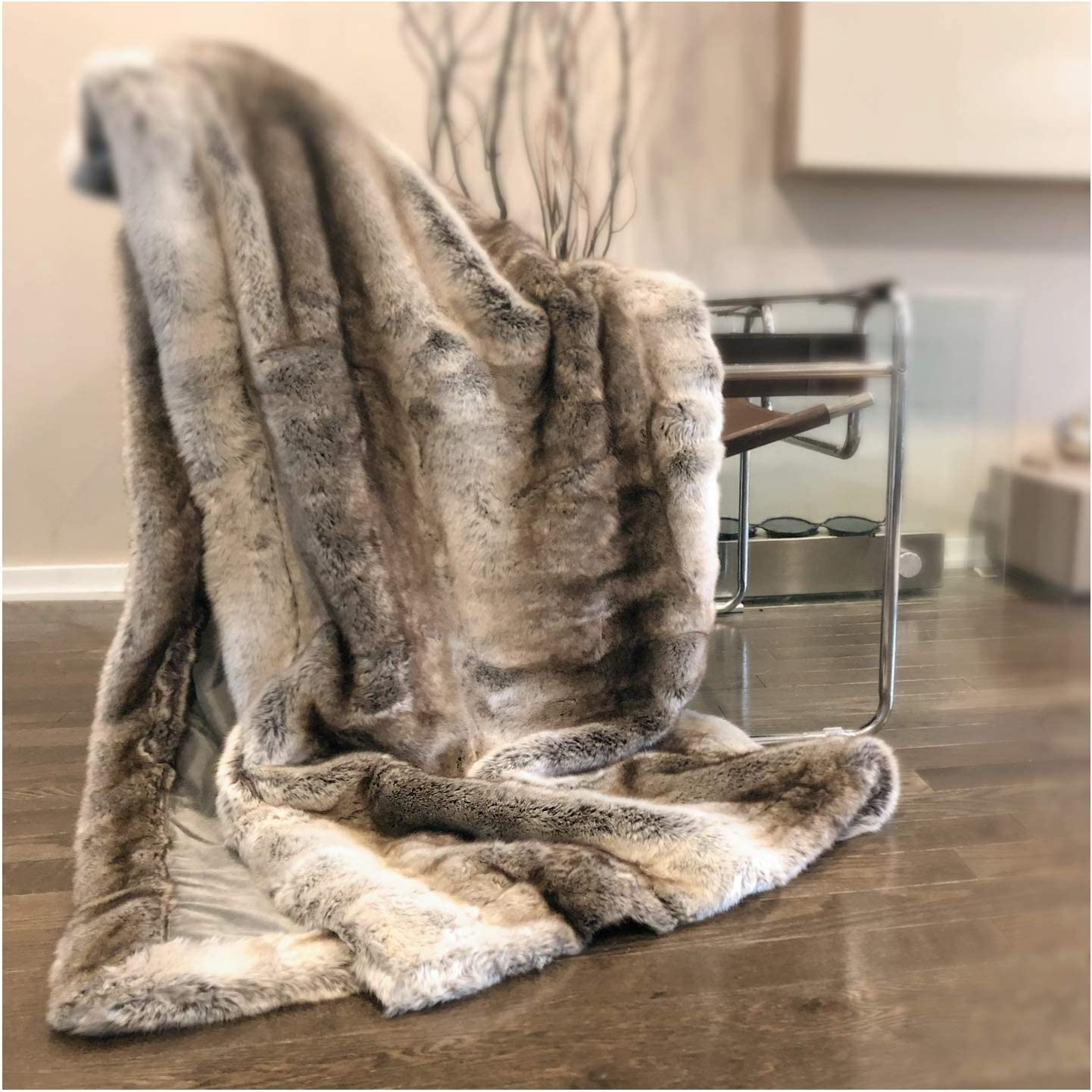 Amazon Com Eikei Luxury Faux Fur Throw Blanket Super Soft Oversized Thick Warm Afghan Reversible To Plush Velvet In Tan Grey Wolf Cream Mink Or Blush Chinchilla Machine Washable 60 By 70 Inch