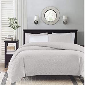 Madison Park Quebec Full/Queen Size Quilt Bedding Set - White, Damask – 3 Piece Bedding Quilt Coverlets – Ultra Soft Microfiber Bed Quilts Quilted Coverlet
