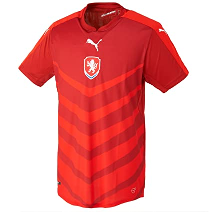 Amazon.com   PUMA 2016-2017 Czech Republic Home Football Soccer T ... b49e526ba