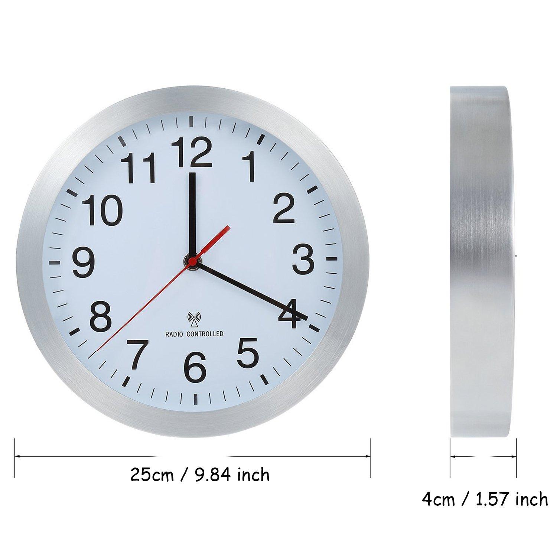 Parateck Aluminium Radio contr/ôl/ée Horloge Murale Horloge de Cuisine DE 25/cm pour l/école de Bureau Chambre denfant/ /Commutation Automatique d/ét/é Heure dhiver