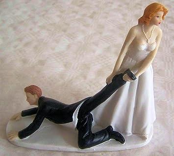 Amazon De Lustiger Tortenaufsatz Brautpaar Frau Zieht Mann