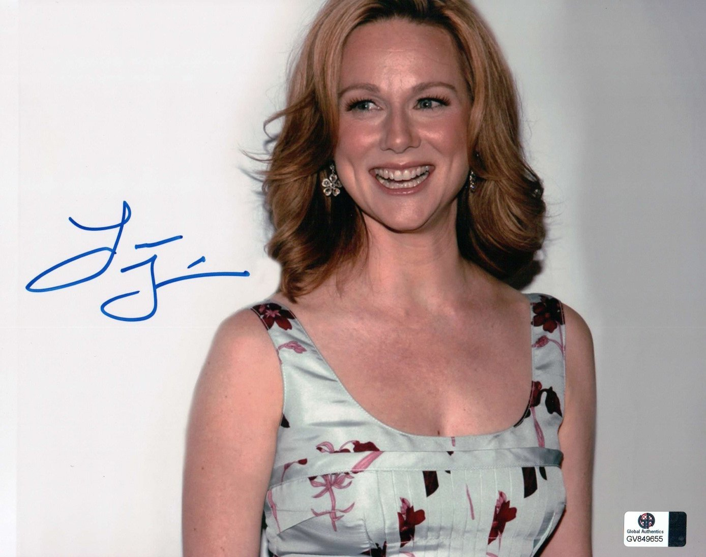 Laura Linney Signed Autographed 8X10 Photo Sexy Cute Smiling GV849655 at  Amazon's Entertainment Collectibles Store