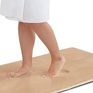 Genteele Memory Foam Bath Mat Non Slip Absorbent Super Cozy Velvet Bathroom Rug Carpet (22 inches X 42 inches, Beige)