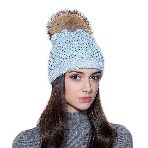 Ferand – Gorro de invierno para Mujeres de Punto de Lana con Pequeños Cristales y un bonito Pompón de Piel de Mapache