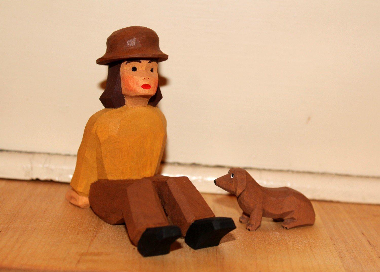 Krippenfigur Dackel sitzend Lotte Sievers-Hahn mit Baumwollbeutel