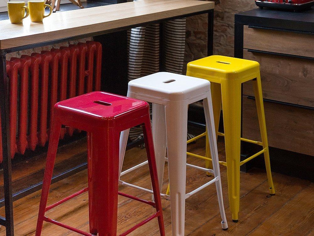Sgabello da bar in metallo giallo sgabello design da cucina
