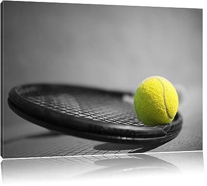 Pelota de tenis está sobre raqueta negro/blanco sobre lienzo ...