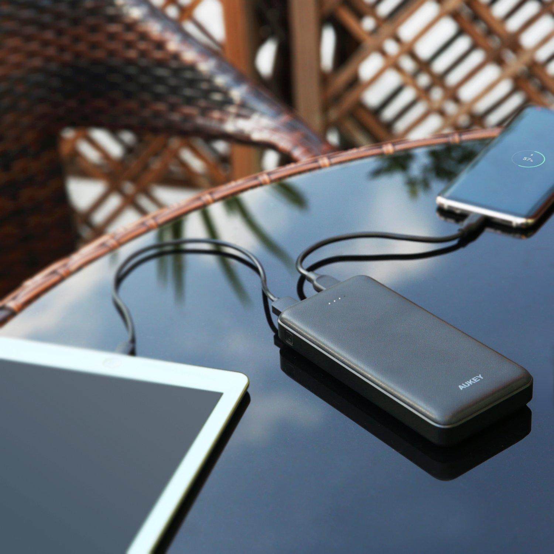 AUKEY Bateria Externa 20000mAh Power Bank para iPhone 8// Plus// 7// 6s iPad y m/ás Samsung Galaxy S8// S8+ Cargador Portatil con 2 Ports