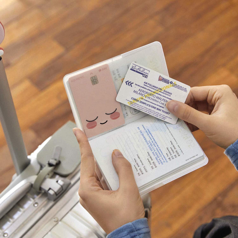 KAKAO FRIENDS Titular de la Cubierta del Pasaporte de Viaje Caja de la Carpeta Bolsillos de m/últiples Car/ácter Lindo 19.2 x 13.5 cm Poco Apeach