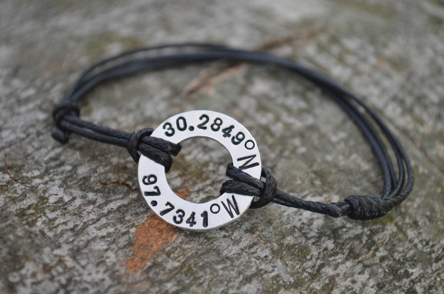 A unisex coordinate bracelet is strongly recommended to be a good anniversary gift idea for couples, especially for those being in a long-distance relationship. This handmade anniversary bracelet with the latitude and longitude of a special place can remind you of the place where you fell in love with each other.