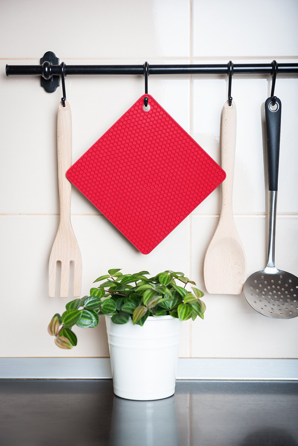 Q's INN Silicone Trivet Mats | Hot Pot Holders | Drying Mat. Our 7 in 1 Multi-Purpose Kitchen Tool is Heat Resistant to 440°F, Non-slip,durable, flexible easy to wash and dry and Contains 4 pcs. by Q's INN (Image #9)