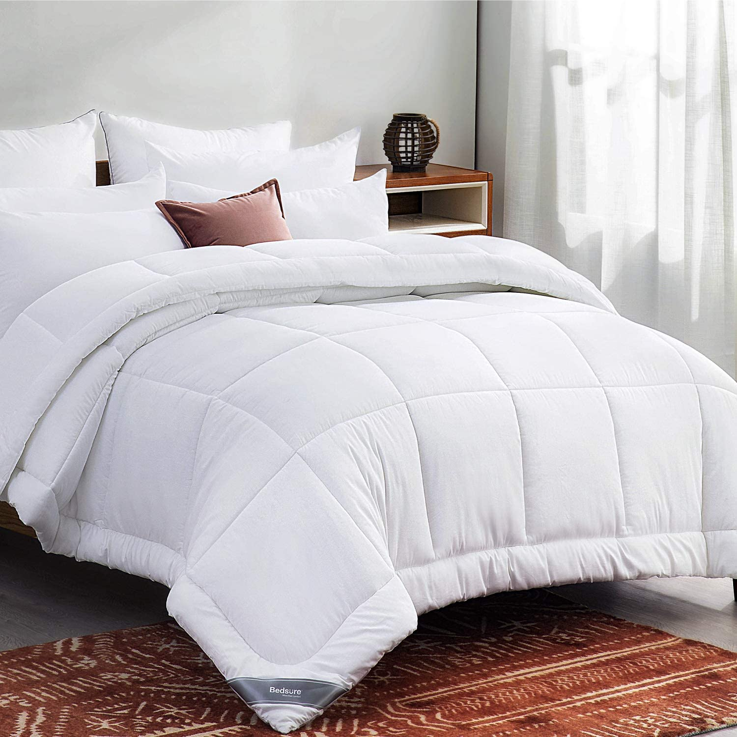 Bedsure White Down Alternative Comforter Queen- All-Season Quilted Comforter Duvet Insert with Corner Tabs - 300GSM Plush Microfiber Fill - Machine Washable
