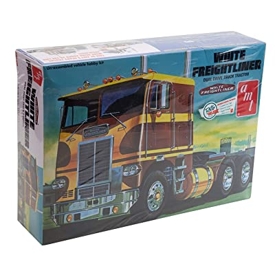AMT 1:25 Scale Freightliner Dual Drive Model Kit: Toys & Games
