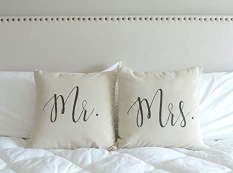 Amazon.com: TINA-R Mr y Mrs regalo de boda Mr y Mrs funda de ...