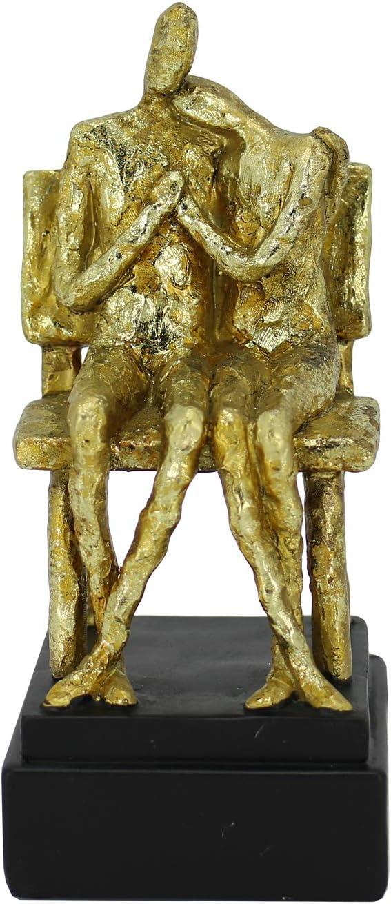 ejemplo de escultura de parejas sentada y reclinada