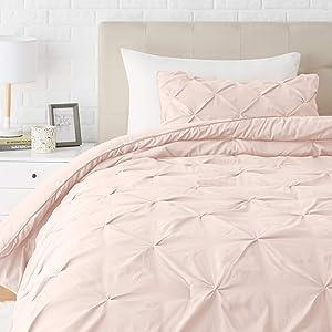 Amazon Basics Pinch Pleat Down-Alternative Comforter Bedding Set - Twin / Twin XL, Blush